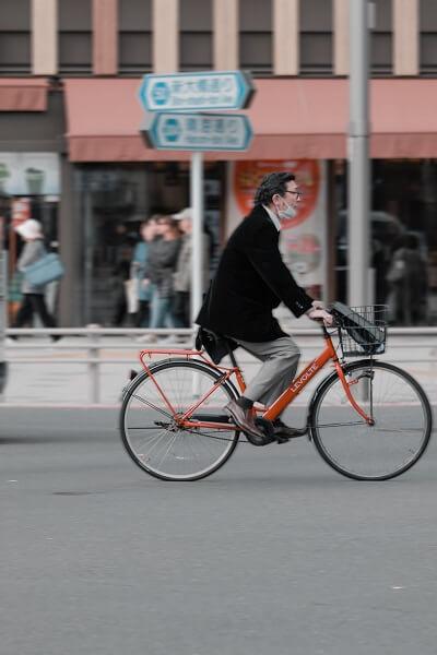 hombre bicicleta