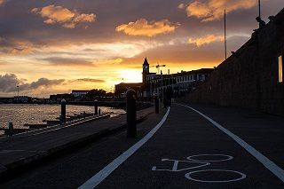 carril bici cerca del mar